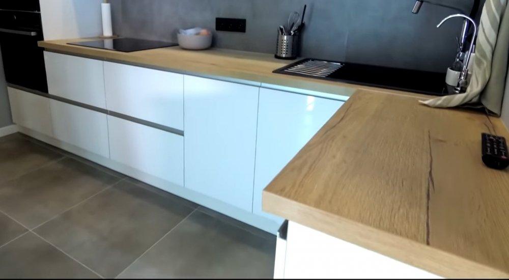 virtuves sienele klyjuota plytelemis.jpg