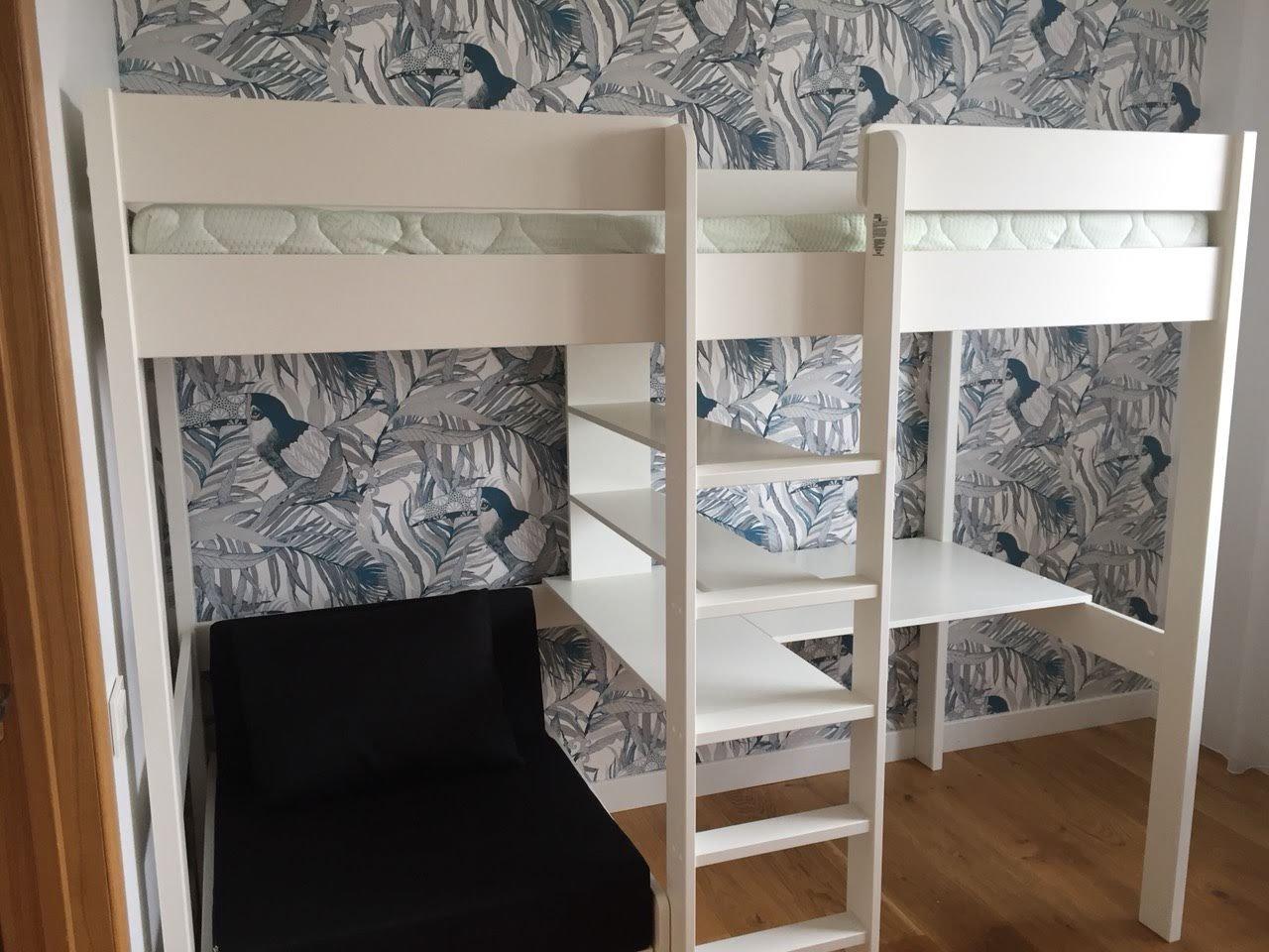 Aukšta-lova-su-stalu-ir-foteliu-lova (5).jpg