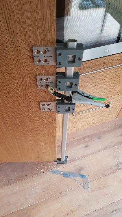 baldų rankenėlių montavimas.jpg