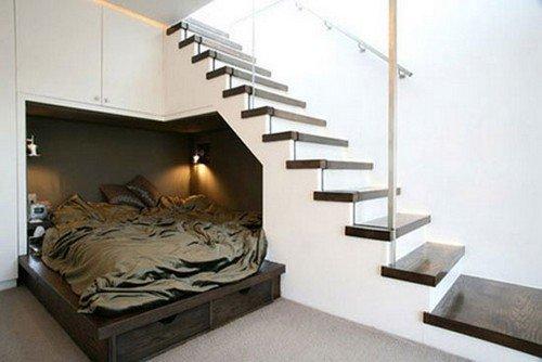 lova po laiptais.jpg