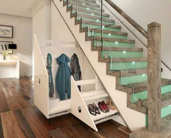 isnaudojama erdve po laiptais.jpg