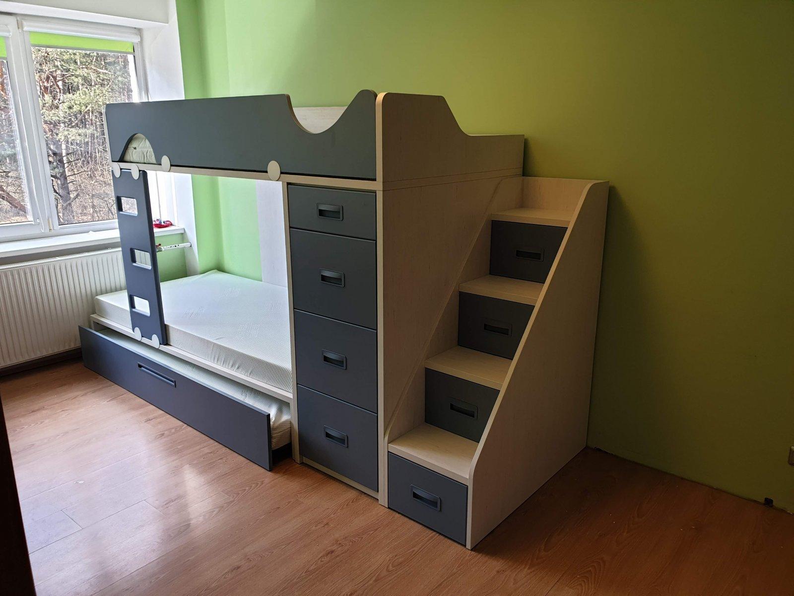 Dviaukštė lova trims jaunuoliams – kopija.jpg